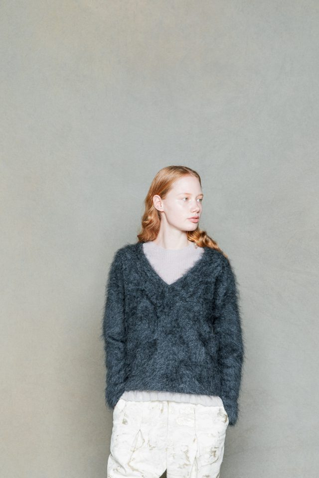 <h6>KNIT 027_charcoal<br /> KNIT 057_light grey<br /> PANTS 077_ow</h6>